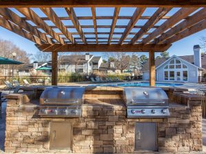 Outdoor grilling and BBQ area at The Laurel apartments for rent